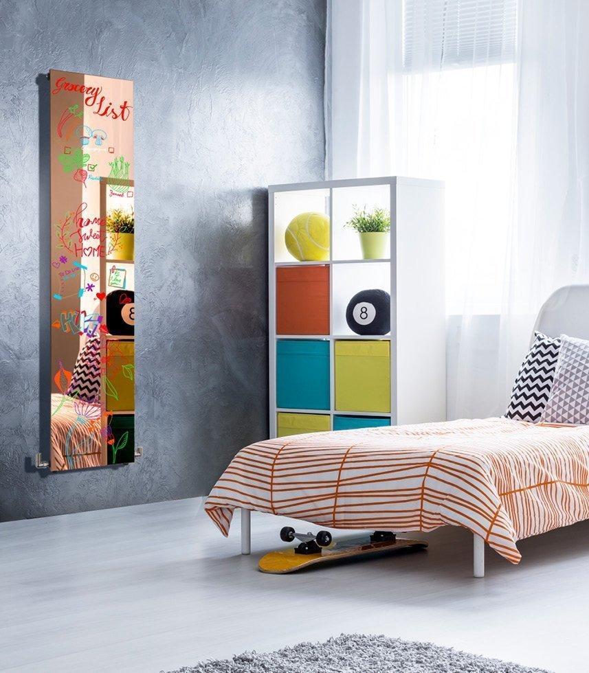 Plate Lux  è un esclusivo radiatore idraulico con superficie scrivibile, dal design minimale   perfetto per ogni ambiente.  L'innovativo trattamento di superficie consente di utilizzare Plate Lux come una lavagna scrivibile.